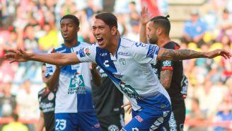 José Ulloa festejando su gol ante Xolos