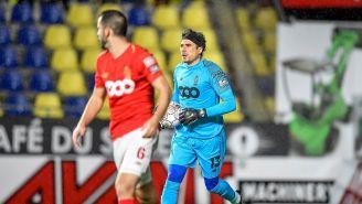 Ochoa en un partido con el Standard de Lieja