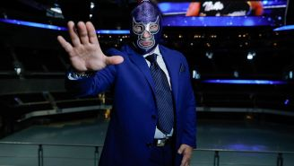 Blue Demon Jr., posa para la cámara