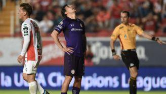 Luis Mendoza se lamenta durante juego contra Necaxa