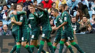 Jugadores del Betis festejan gol contra Celta