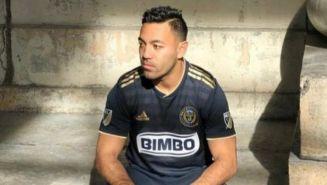 Marco Fabián posa con la indumentaria del Philadelphia Union