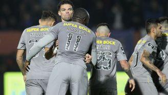 Jugadores del Porto celebran un gol