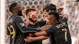 Jugadores del LAFC festejan un gol