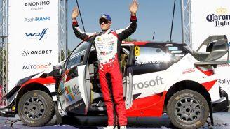 Ott Tänak posa en el podio del XVI Rally Guanajuato México