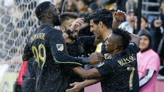 Carlos Vela y los jugadores del LAFC festejan un gol