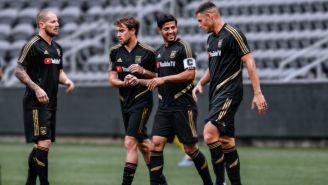 Carlos Vela con sus compañero de LAFC