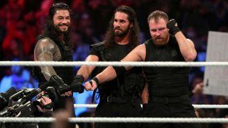 Los miembros de The Shield hacen su pose con los puños