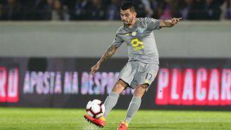 Tecatito Corona durante partido con el Porto