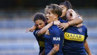 Jugadoras de Boca Femenil celebran anotación