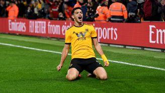 Raúl Jiménez celebrando su gol ante el Manchester United