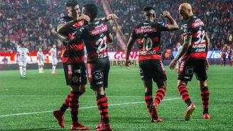 Xolos festeja gol de Miller Bolaños