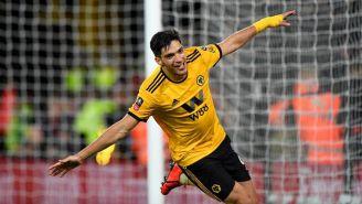 Raúl Jiménez festejando un gol ante el Manchester United