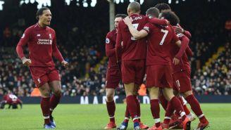 Jugadores de Liverpool festejan gol de Milner