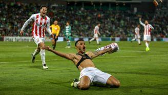 Rodrigo Contreras celebra su anotación frente a Santos