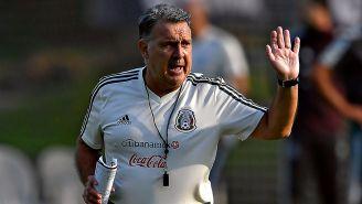 Gerardo Martino dando indicaciones al Tri
