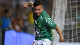 Jean Meneses festeja un gól con el León