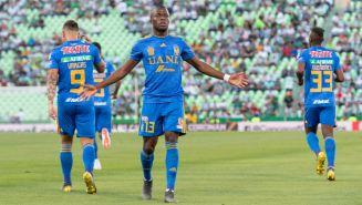Enner Valencia celebra una anotación frente a Santos