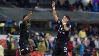 Brian Fernández festeja un gol con Necaxa
