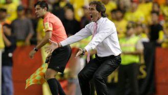 Guillermo Almada, durante un duelo con el Barcelona de Guayaquil
