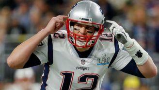 Brady da indicaciones durante el Super Bowl LII