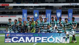 Santos Laguna festeja el título del torneo Sub 13