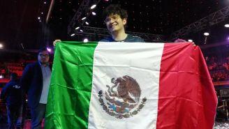 Seiya presume la bandera de México tras ganar la LLA