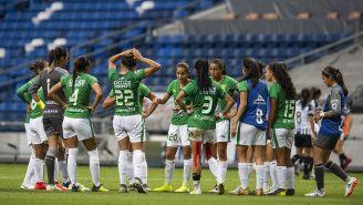 Jugadoras de León conversan previo a juego contra Rayados