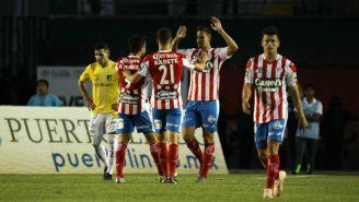 Jugadores de Atlético celebran anotación de Ian González
