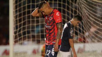 Diego Chávez se lamenta tras fallar una opción clara de gol