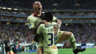 Castillo celebra un gol con América en el Clásico Nacional