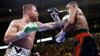 Álvarez y Jacobs, durante la pelea en Las Vegas