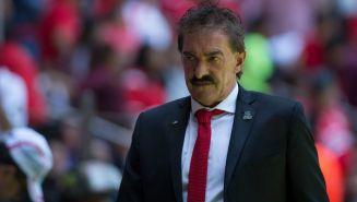 Ricardo La Volpe durante un encuentro ante el América