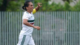 Mónica Ocampo festejando un gol con el Tri