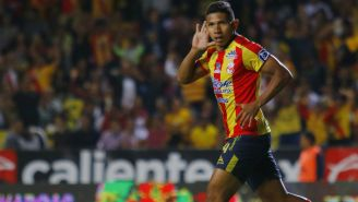 Edison Flores festeja un gol con Monarcas Morelia