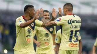 Jugadores del América celebran  gol contra Cruz Azul