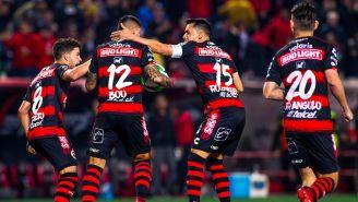 Jugadores de Tijuana festejan gol contra León