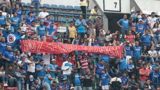 Seguidores de Cruz Azul en las gradas del Estadio Azteca