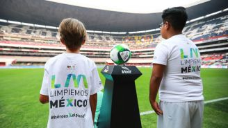 Niños durante el protocolo de Liga MX en el Clásico Joven