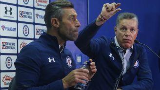 Pedro Caixinha y Ricardo Peláez en conferencia de prensa