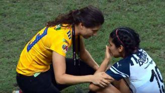 Paulina Solís consuela a Mariana Cadena en Final de Liga MX Femenil