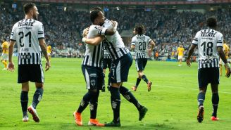 Monterrey festeja gol de Dorlan Pabón ante Tigres