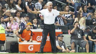 Tuca Ferretti da indicaciones en juego de Monterrey vs Tigres