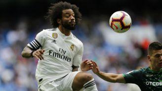 Marcelo pelea el balón en el último partido de la temporada