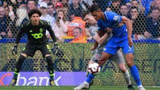 Ochoa visualiza el balón durante el partido