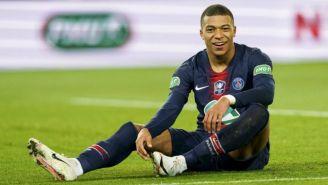 Mbappé sonríe durante un juego con el PSG