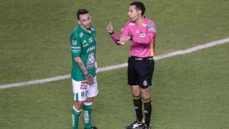 Rubens Sambueza luego de ser expulsado por César Ramos