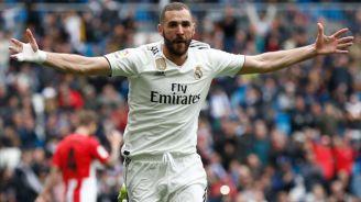 Benzema celebra un tanto con el Real Madrid
