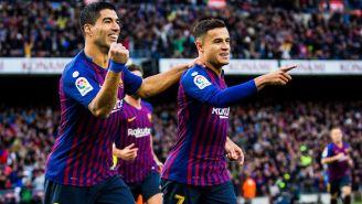 Suárez celebra un tanto junto a Coutinho