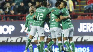 Jugadores del León en festejo de gol